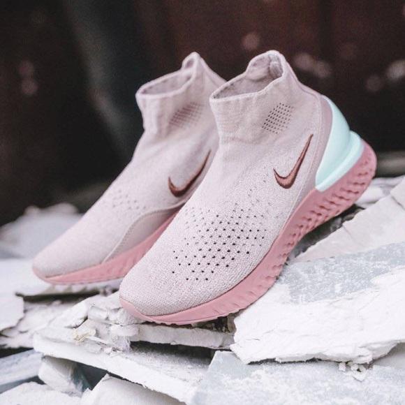 Nike Rise React Flyknit Size